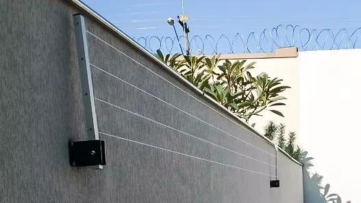 Varal retr til dobr vel de muro em a o refor ado branco for Colgadores de ropa de pared