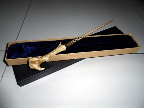 varita magica lord voldemort con caja animales fantasticos
