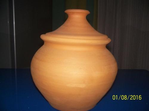 vasija de barro con tapa loligo