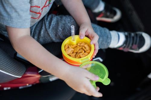 vaso de bebe y cerealero 2 en 1 nuby  sorbete flexible 12+