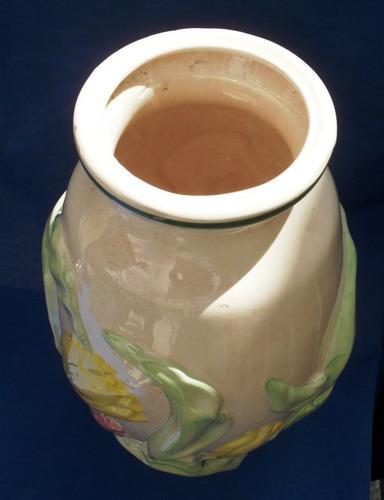 vaso de porcelana antigo pintado a mão em relevo numerado