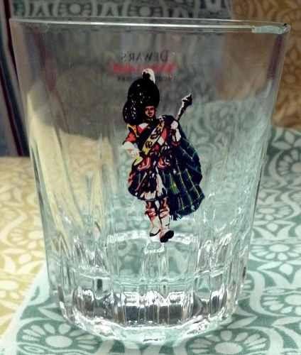vaso de whisky dewars