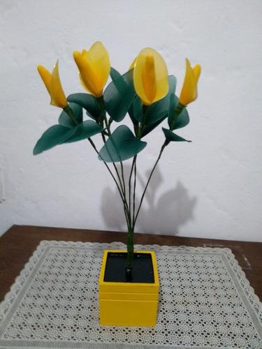 vaso madeira amarelo cor de ouro copo  de leite artesanal 6 galhos flores amarelo ouro e verde
