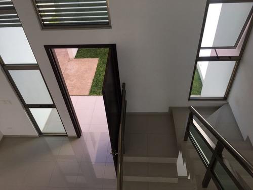 vdr-17002 hermosa casa en venta en privada san nicolas