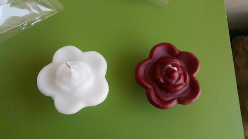 vela flotante en forma de flor x pieza ( en color o blancas)