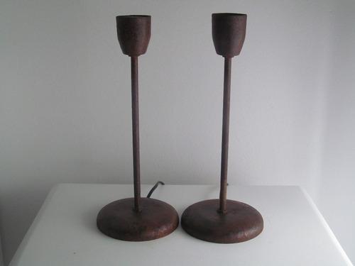 veladores oxidados con pantalla de arpillera estampada