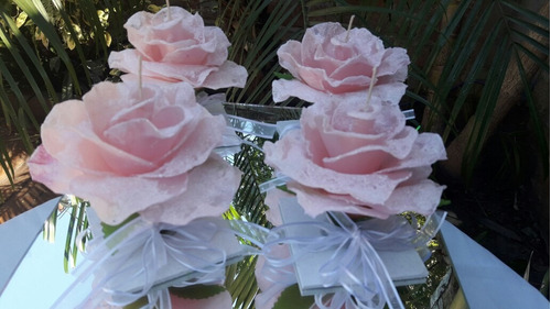 velas en forma de rosas grandes