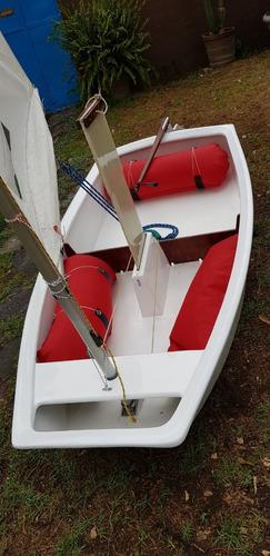 velerisa. velerito optimist de regata.