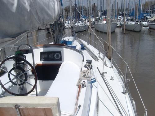 velero alpha 34 cockpit central motor volvo diesel 28 hp