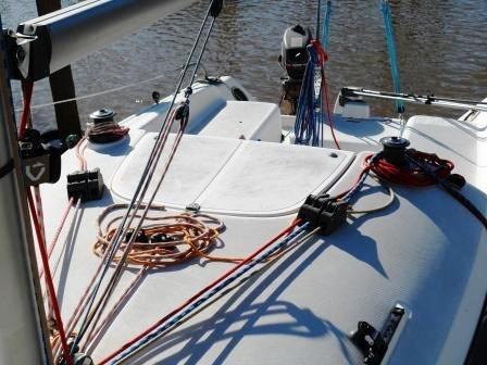 velero mystic 23.5 con motor suzuki 5 hp