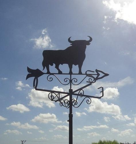 veleta en metal de toro español o toro de lidia