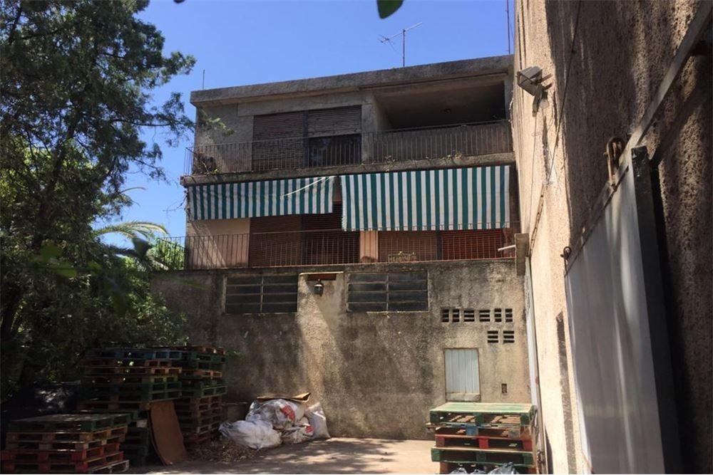 vende 2 galpones, local al fte, vivienda 2° planta