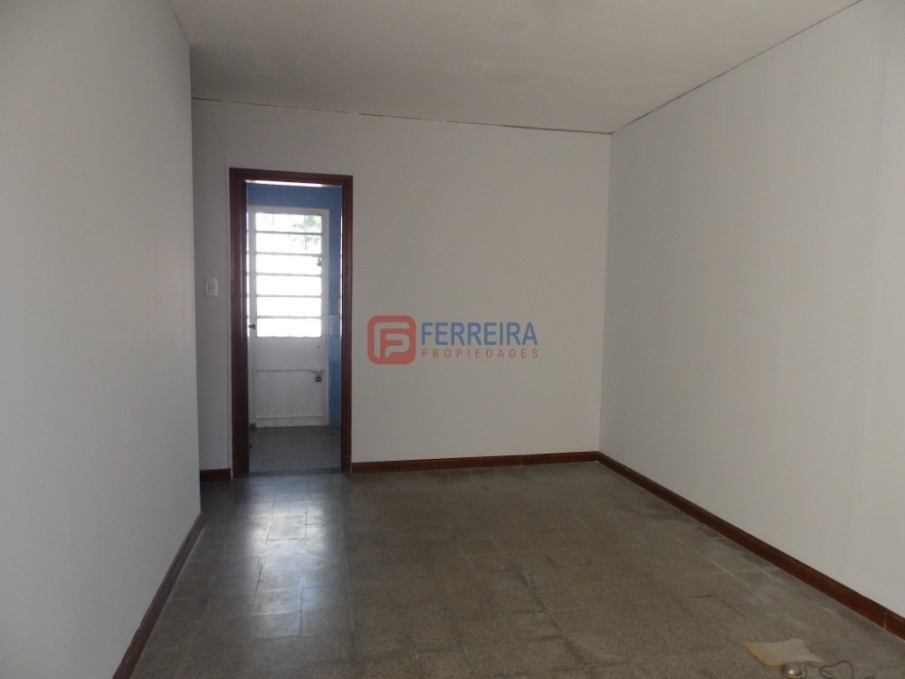 vende apartamento 1 dormitorio - patio y uso de cochera