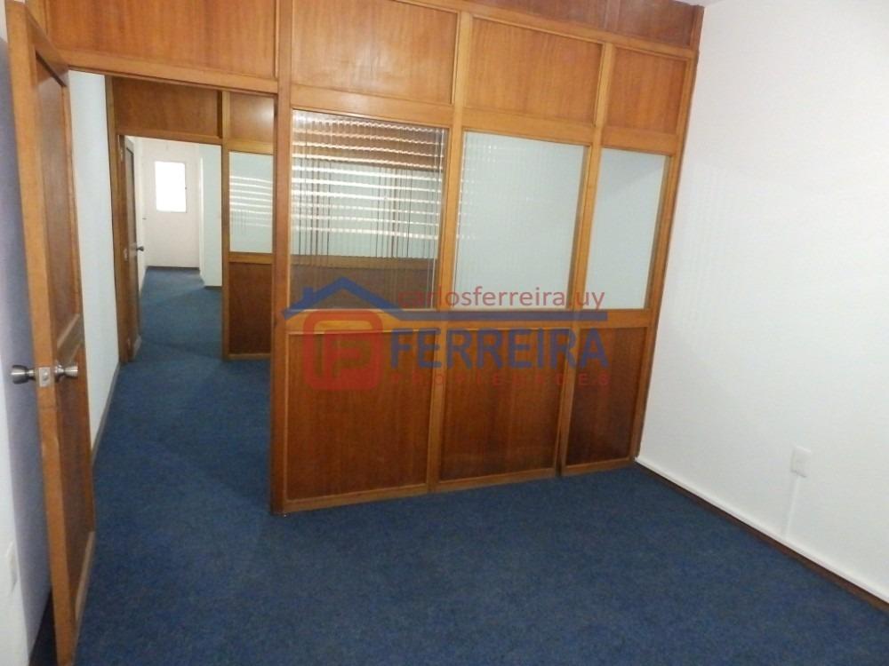 vende apartamento monoambiente con cociina definida y baño