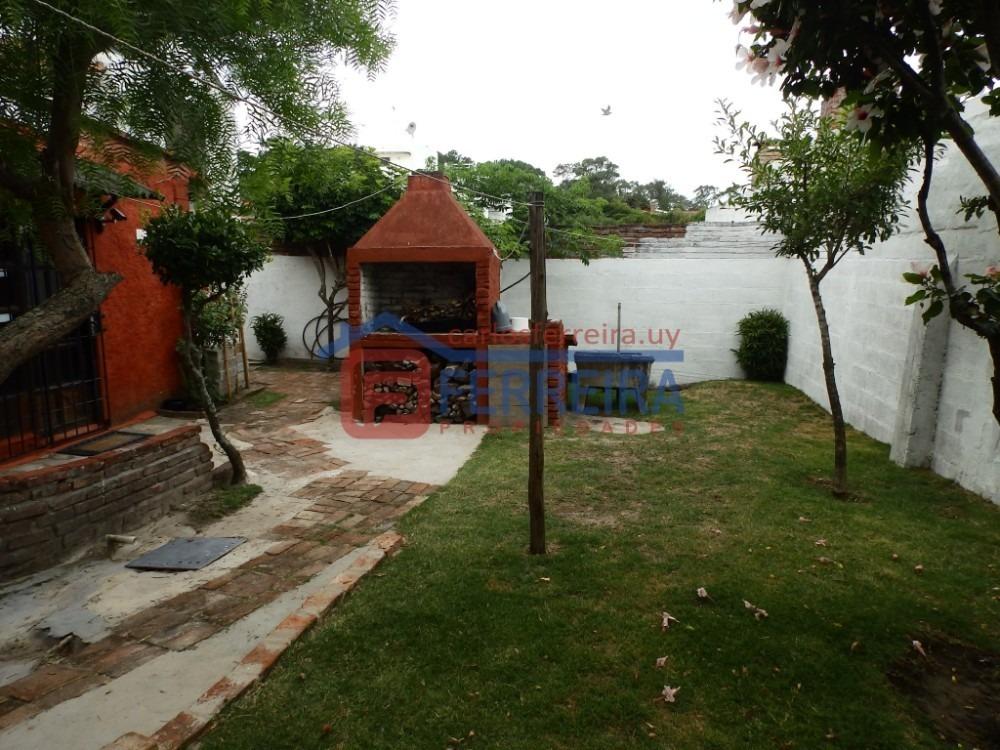vende casa 2 dormitorios a 100 mts. rambla - villa arg. sur