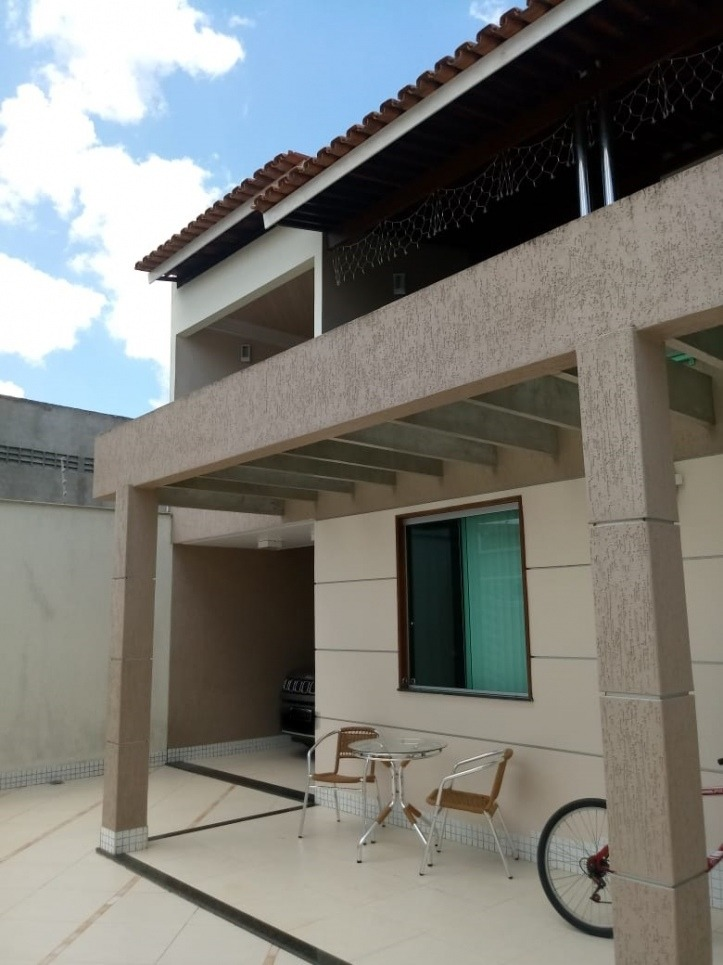 vende casa, 3 suítes, uma master, piscina, 300m², novíssima - 1042
