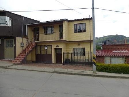 vende casa con dos apartamentos independientes