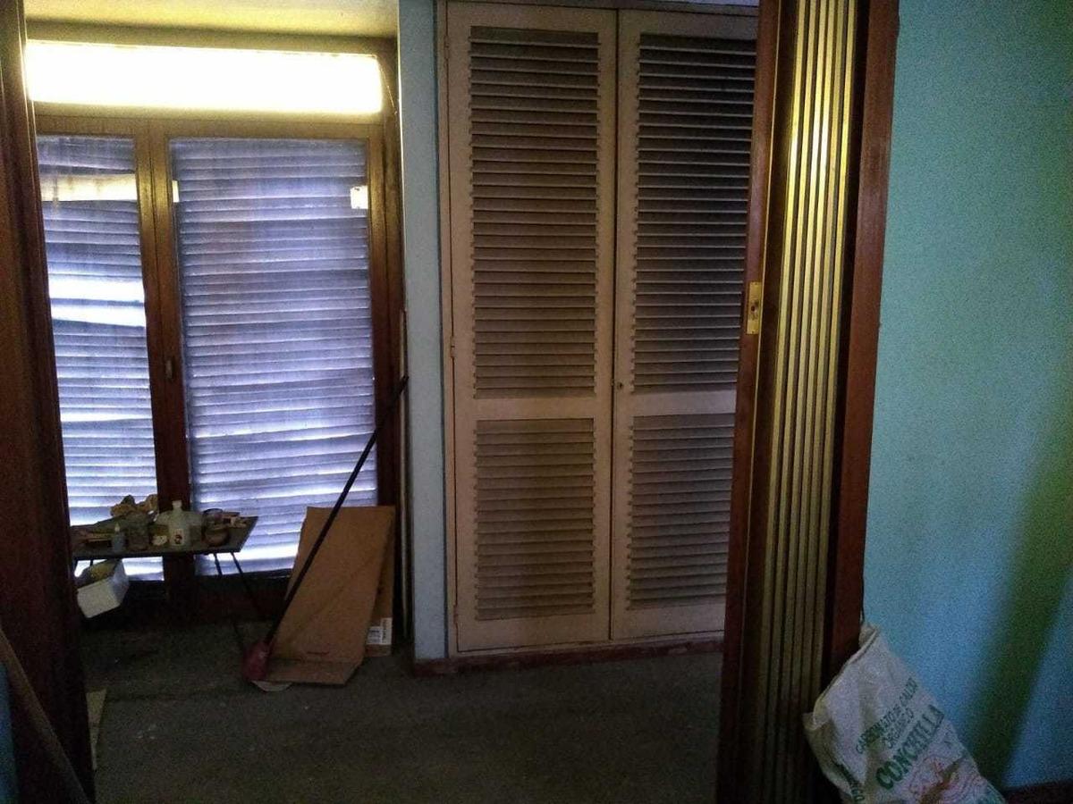 vende casa de 2 plantas 5 amb. a reciclar, 4 c/est. castelar