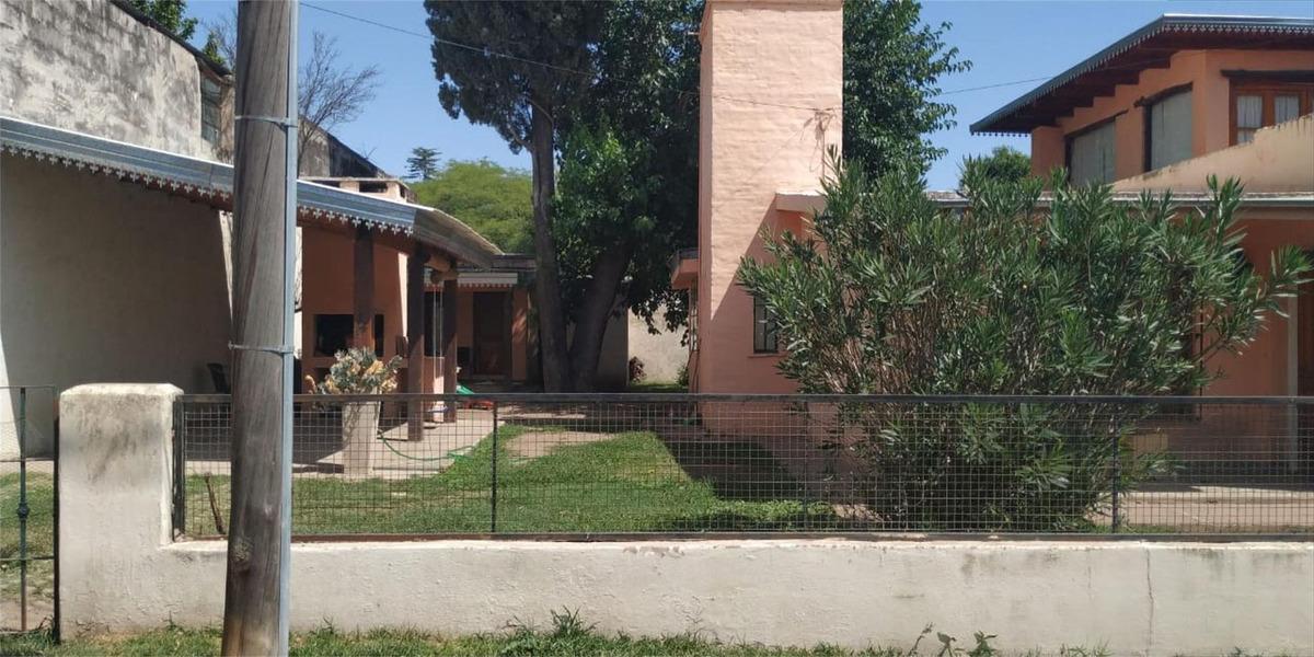 vende casa en villa allende frente al golf