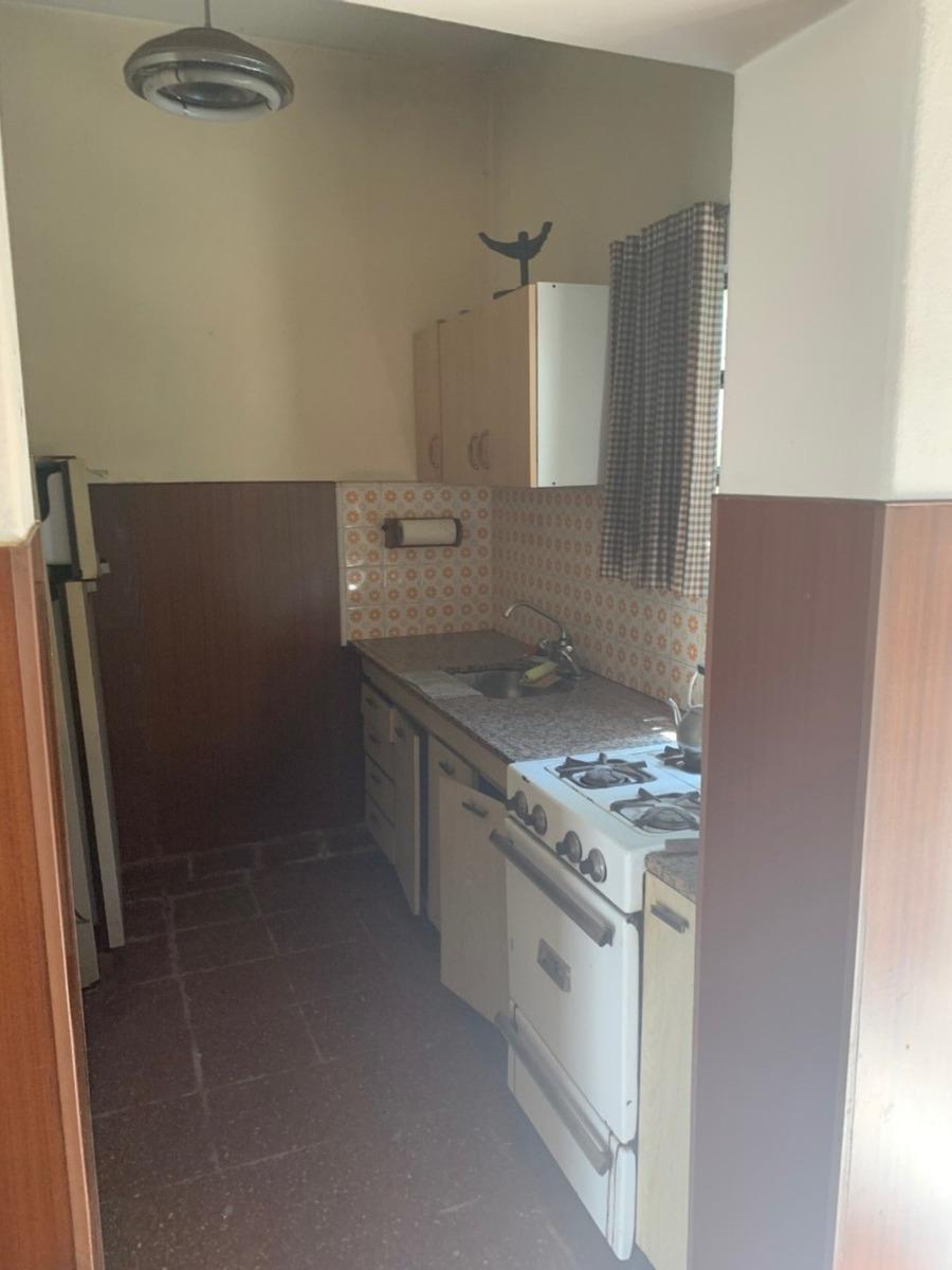 vende casa ideal dos familias 3 c/ estc. ciudadela