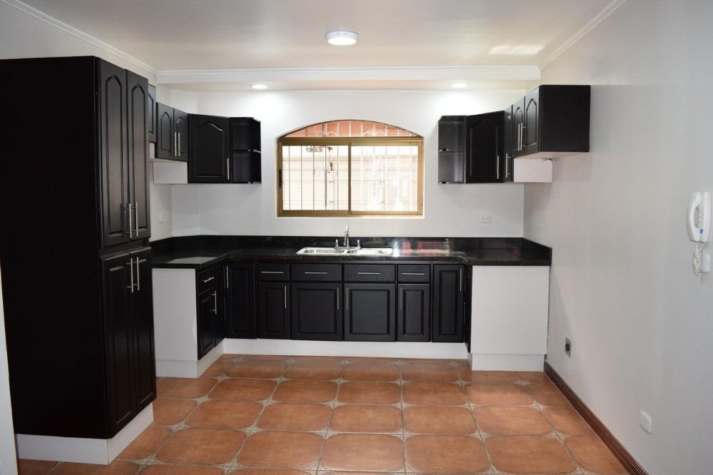 vende casa san rafael heredia amplia, iluminada, ventilada