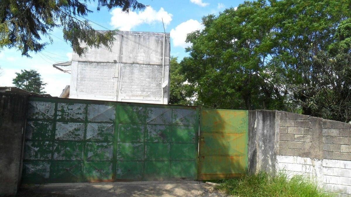 vende chácara com 6 casas no km 55  2 milhões