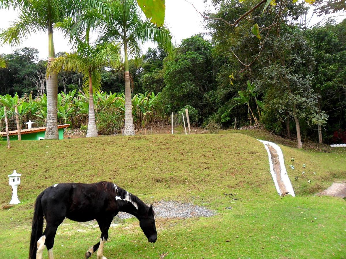 vende chácara mobiliada 20.000 m² com piscina e lago