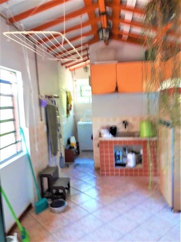 vende chácara no condomínio estancia zélia -com acesso para a represa e com piscina - 790 mil