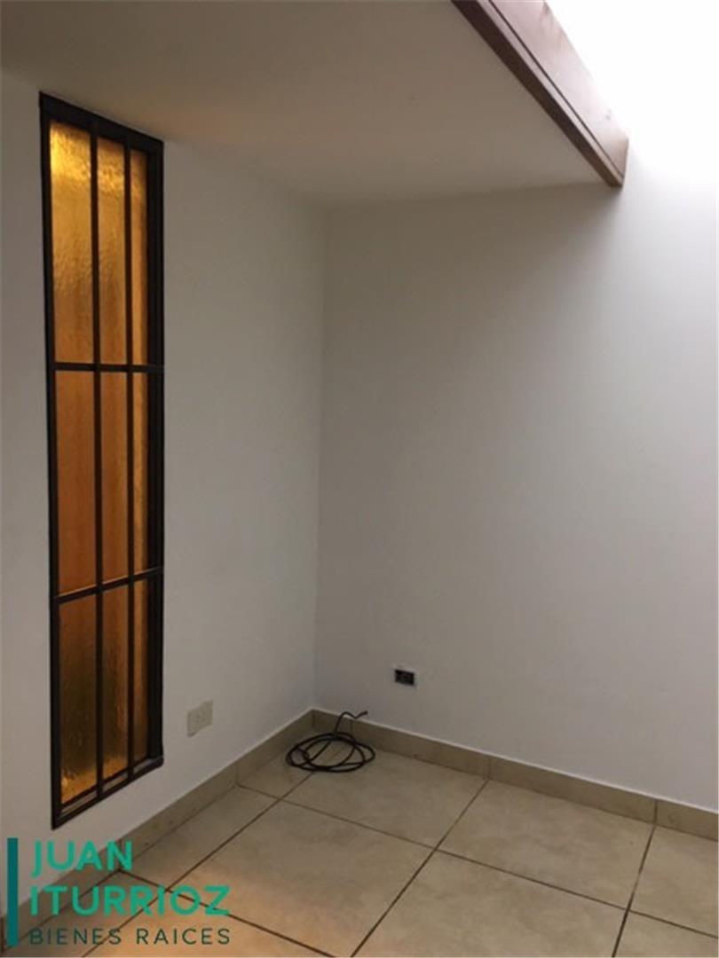 vende departamento de dos dormitorios en calle 47 esq 21