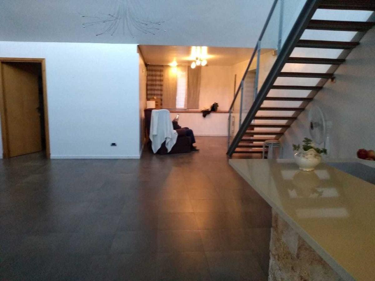 vende exc. casa minimalista  c/parque y pileta, castelar