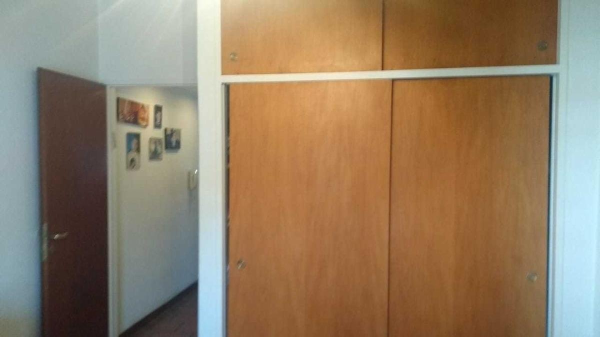 vende excelente duplex 3 ambientes con fondo castelar sur