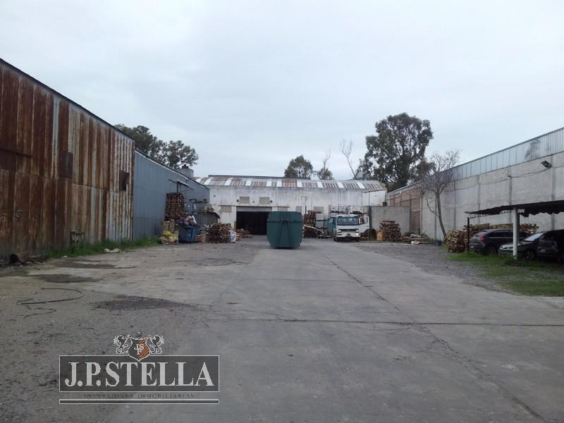 vende fracción industrial 4963 m² con 2000 m² cubiertos salida a 2 calles - alquilado - tablada