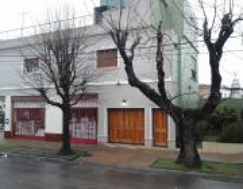 vende local + gran casa en 1er piso