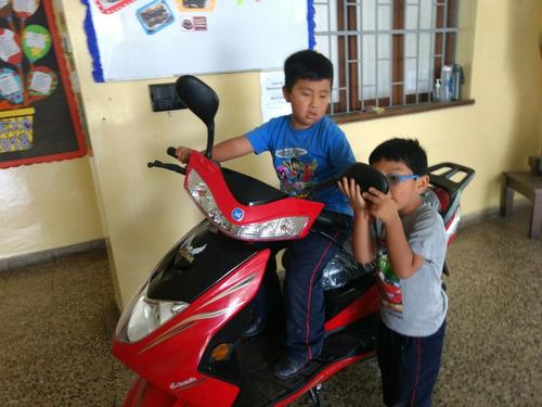 vende moto+soat vigent color rojo scooter del 2018 rtm125t-1