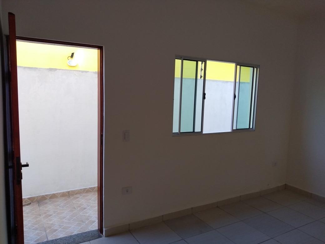 vende se casa nova em mongaguá