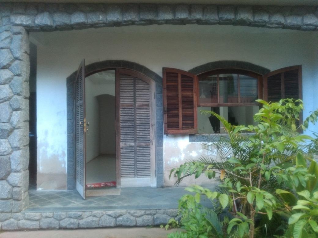 vende-se excelente casa no bairro água limpa