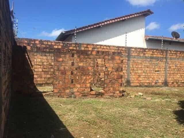 vende-se terreno com casa semipronta