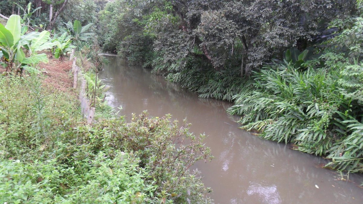 vende terreno 8.000 m² - escritura  cachoeira do jaguari  600 mil
