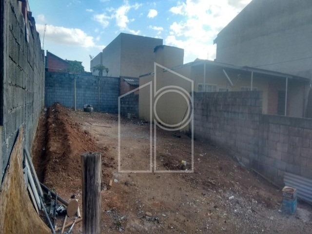 vende terreno plano com 7m de frente por 25m de fundos. bairro residencial com toda infra estrutura, pronto para construir. permuta por  apartamento até r$ 220.000,00 ou terreno no - te01372 - 328067