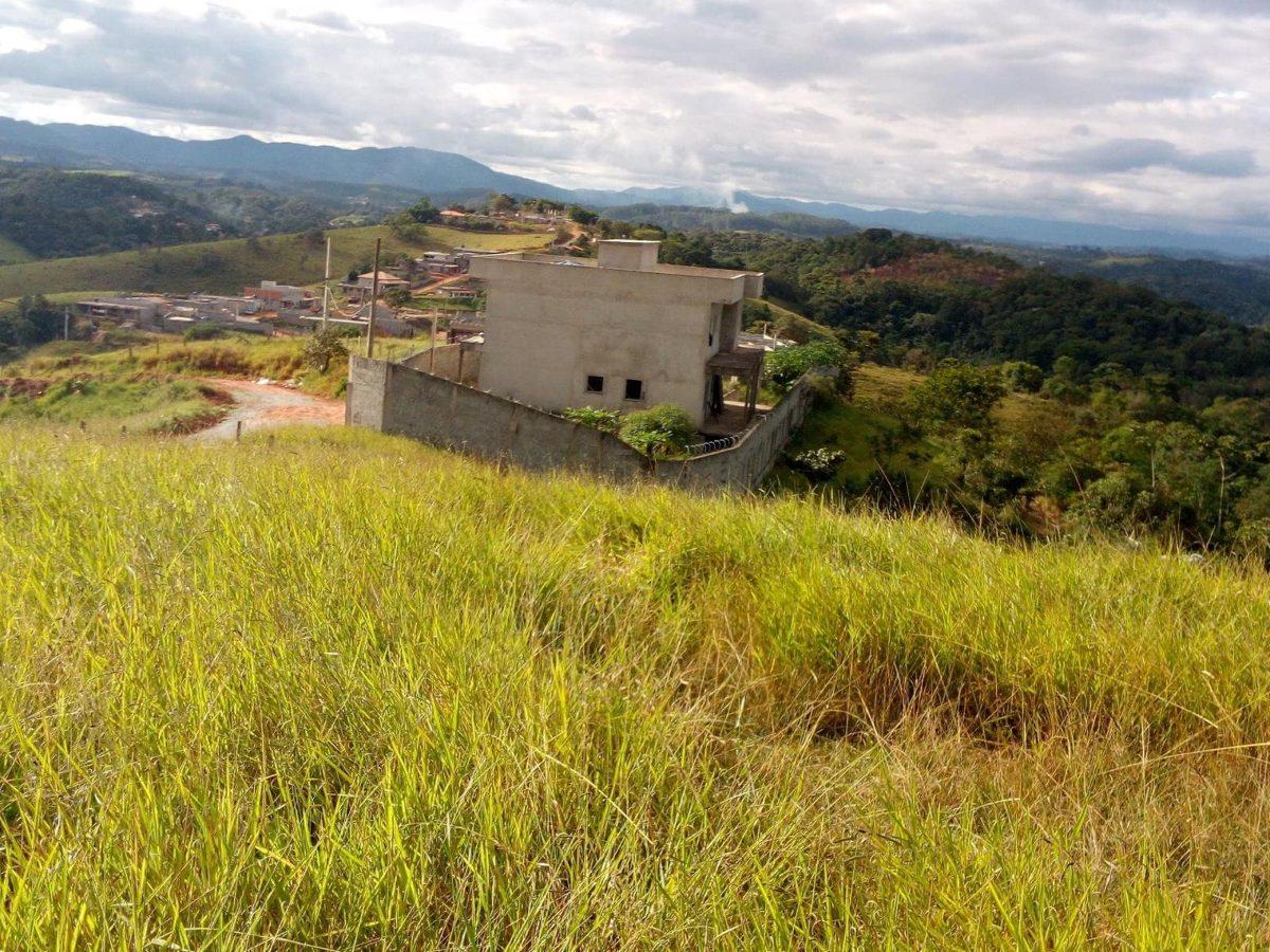vende terreno vista verde 800m2 por 250 mil