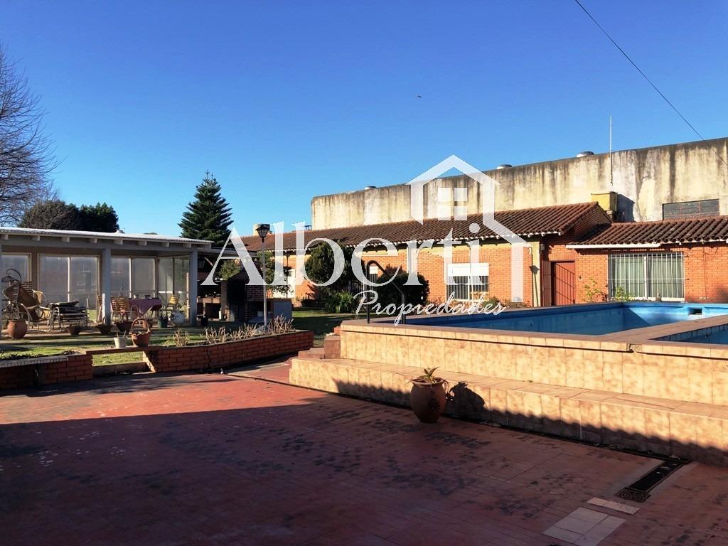 vendida - excelente casa quinta con piscina.