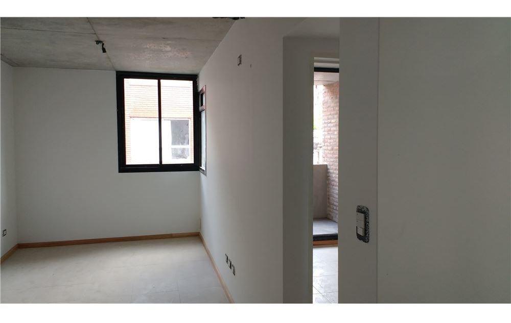 vendo 1 dormitorio con balcón en abasto
