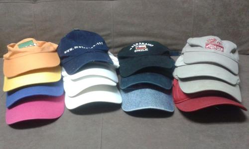 vendo 16 gorras y maleta