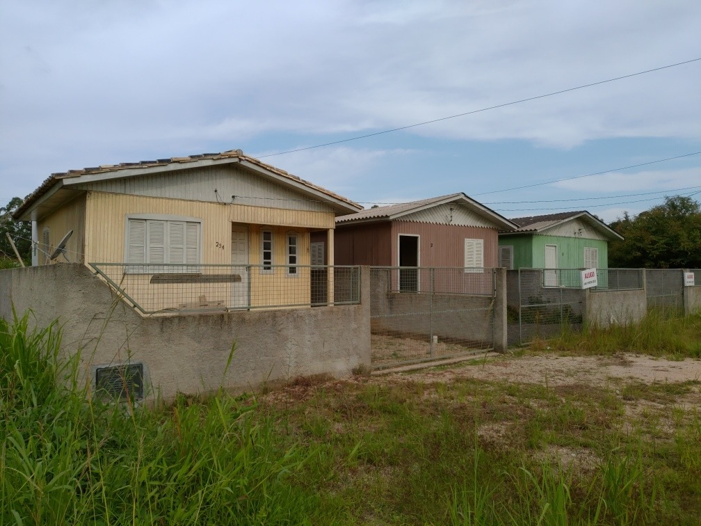 vendo 3 casas no mesmo terreno(excelente investimento)