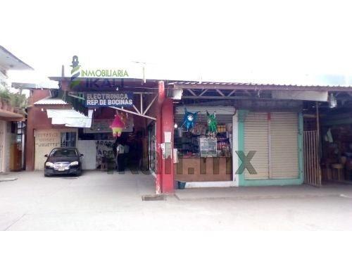 vendo 3 locales comerciales en el mercado héroes del 47 tuxpan veracruz. cada local está en 130,000. el mercado se encuentra en la calle héroes del 47 y tambien hay acceso por la calle cuauhtemoc, cu