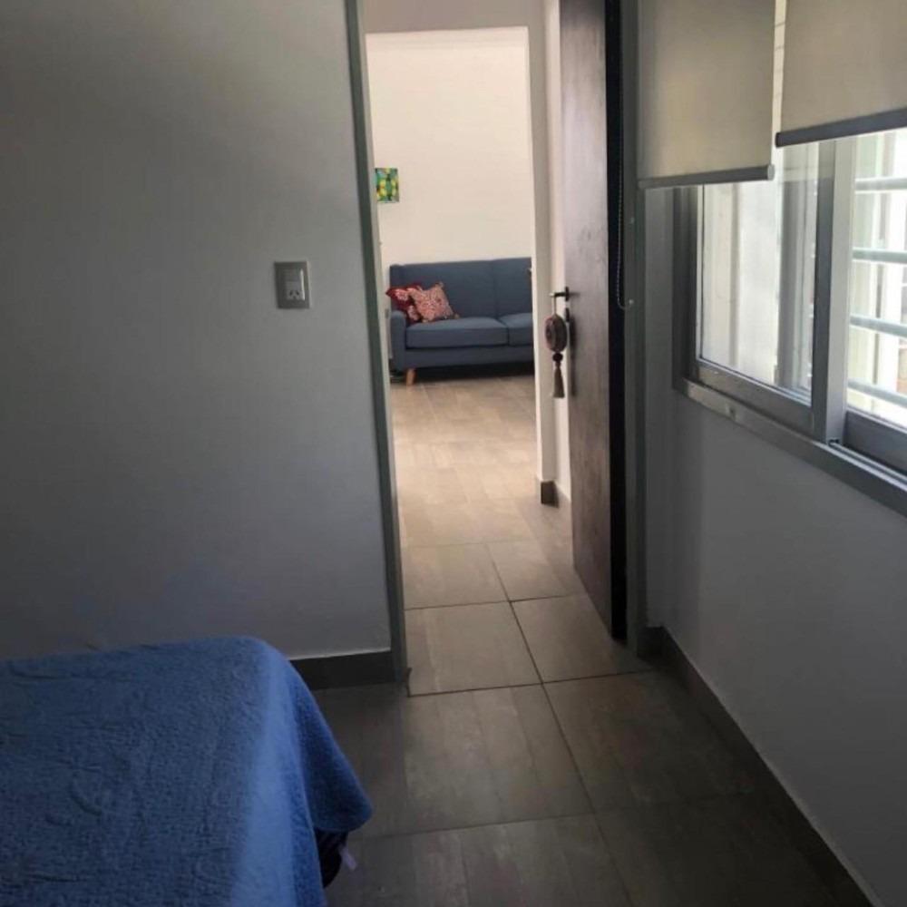 vendo 5 y 68 - un dormitorio - ph con patio - alquilado