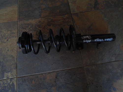 vendo amortiguador delantero de skoda fabia año 2005, comple
