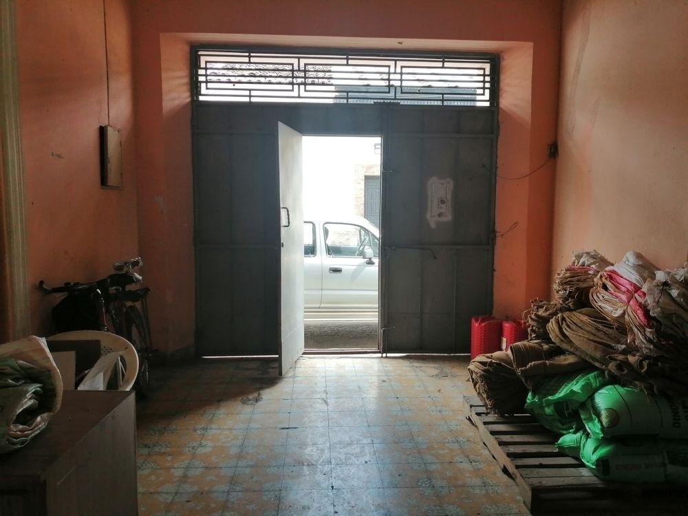vendo amplia casa en el centro de chalchuapa
