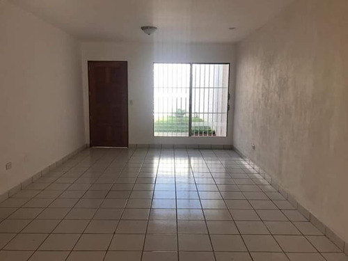 vendo amplia casa en residencial los robles managua