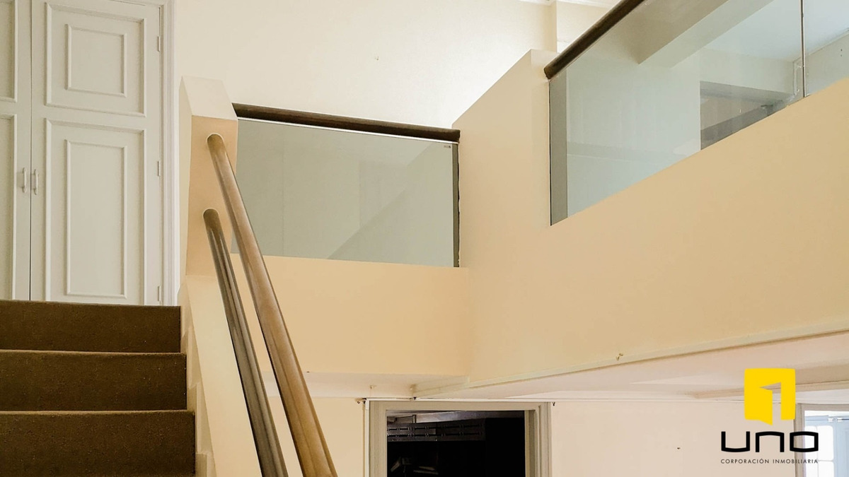 vendo amplio duplex de 430 mt2 con parqueo solo $us 220.000